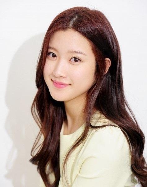 مون غا يانغ Moon Ga Young