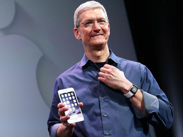 Tim Cook parece preocupado con los iPhone