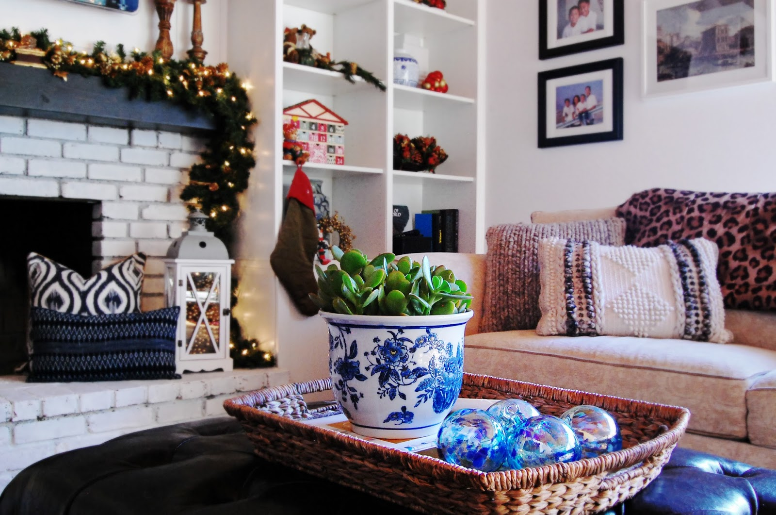 eclectic traditional modern classic holiday decorating