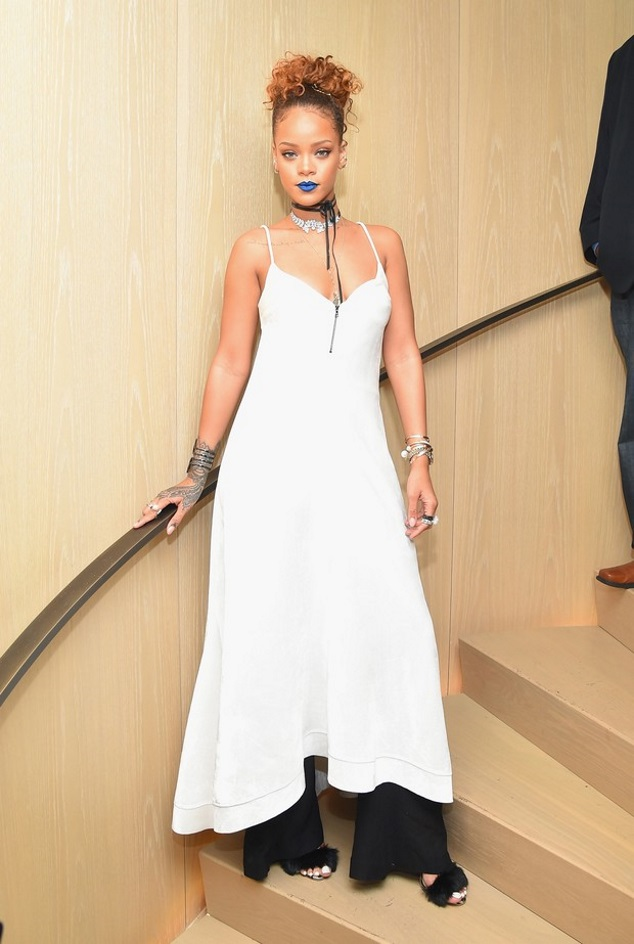 Of Blue Lipstick, Rihanna received friends at party full of famous