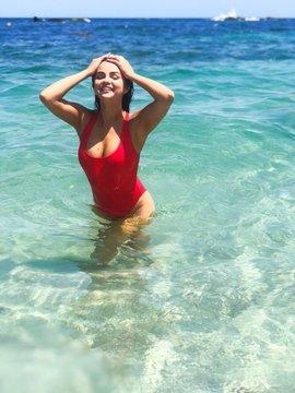 سيلينا غوميز على شاطئ المكسيك مؤخرًا.