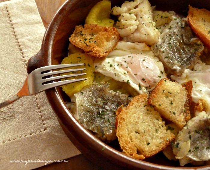 Receta de bacalao con cebolla, pan, huevos y patatas