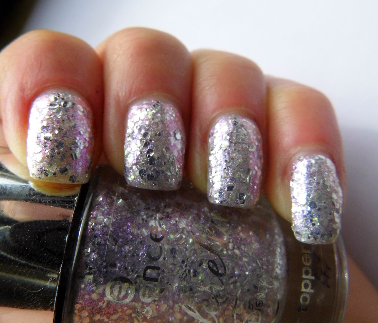 essence-cinderella-limited-edition-nail-polish-the-glass-slipper-glitter-topper-swatch-picture