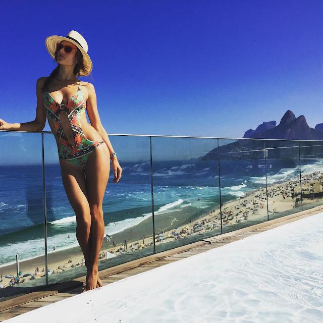 Hot girls Alessandra Ambrosio sexy with bikini 7
