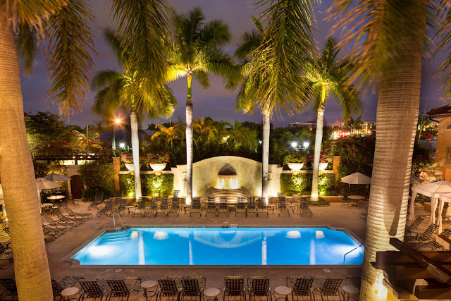 Surrounded by lush plant life and upscale amenities, Bellasera Resort Naples is more than just a place to rest your head. Enjoy both the intimacy of a private home and the convenience of a boutique resort when you stay at our tropical retreat in the center of Downtown Naples.
