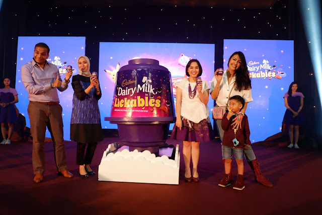 cadbury dairy milk lickables rekatkan momen kebersamaan orangtua dan anak