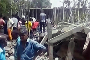 5 storey hotel being constructed in Ahangama ... collapses! (video)