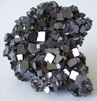 Pengertian Mineral Bijih vs Mineral Logam dan Klasifikasi Endapan Bijih