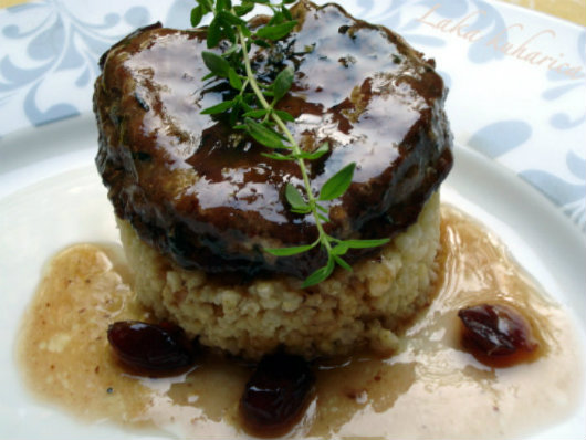 Spiced pork medallions with cranberries by Laka kuharica: tender pork with a sweet touch of cranberries.