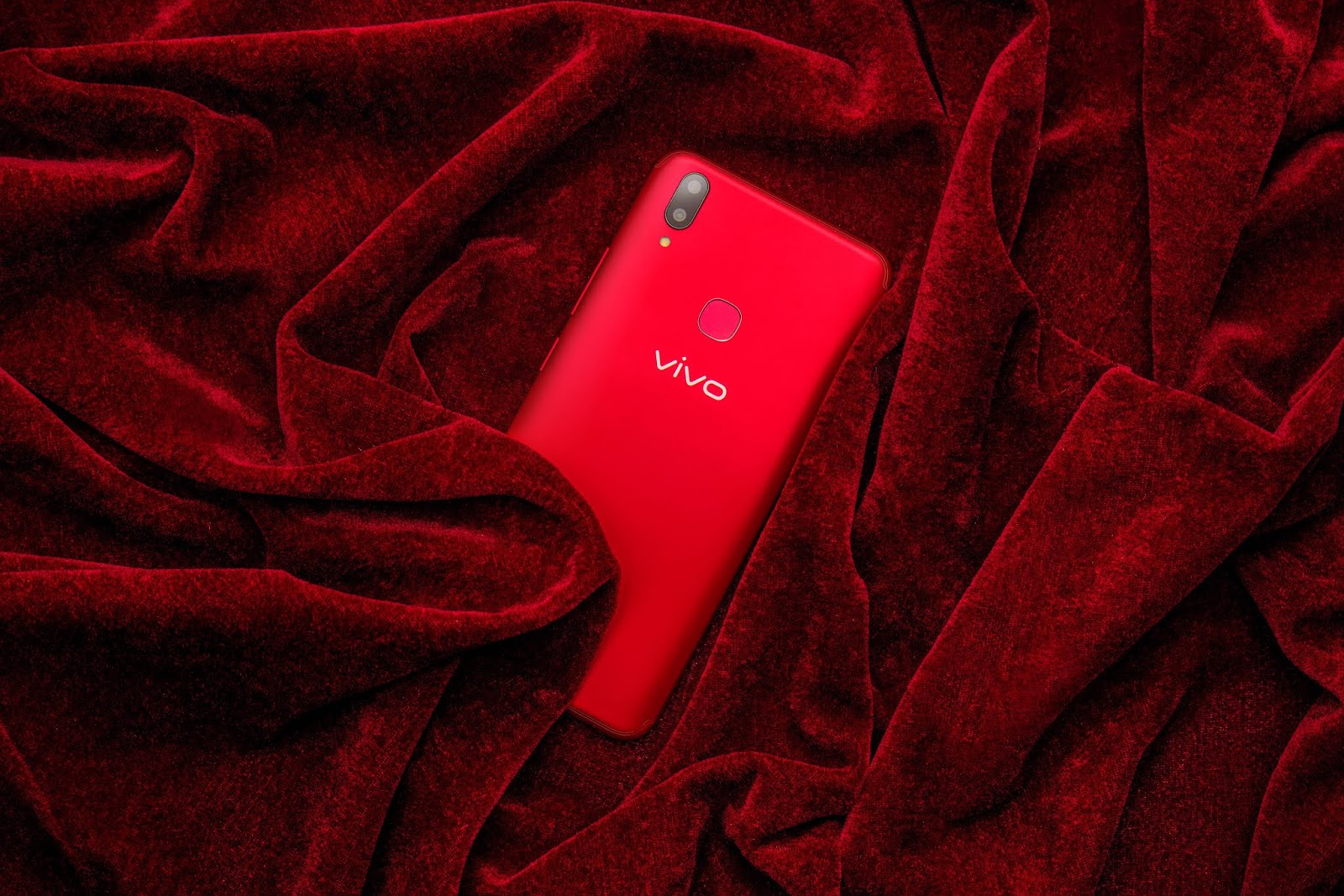 a633439b82b Vivo Philippines Vice President for Sales Hazel Bascon explained that the  Velvet Red represents the youthful vibe of the global smartphone brand.
