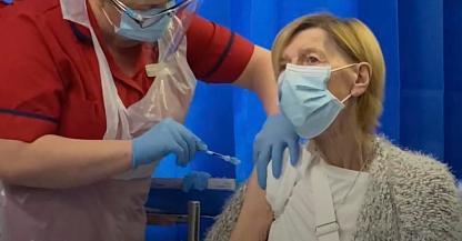 Las autoridades sanitarias de Irlanda han recomendado la suspensión temporal de la vacuna de AstraZeneca