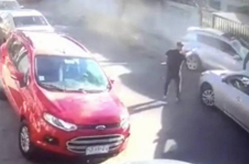 Hombre fue baleado tras intentar atropellar a detectives