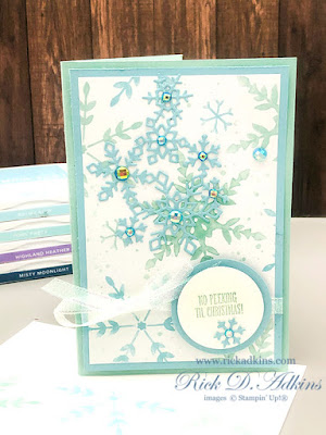 How to make a Snowflake Splendor Holiday Gift Card Holder.  Click to learn More!