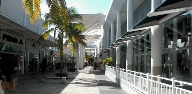 Praça de Alimentação no Las Plaza Outlet em Cancún