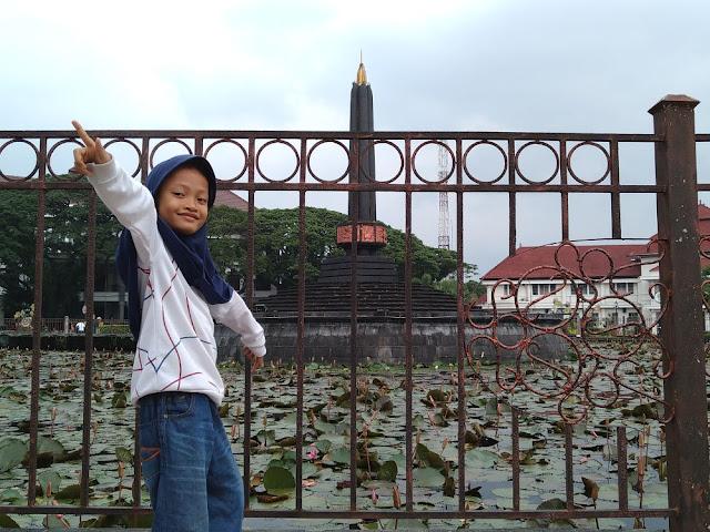 Berjemur di Alun-alun Tugu Malang