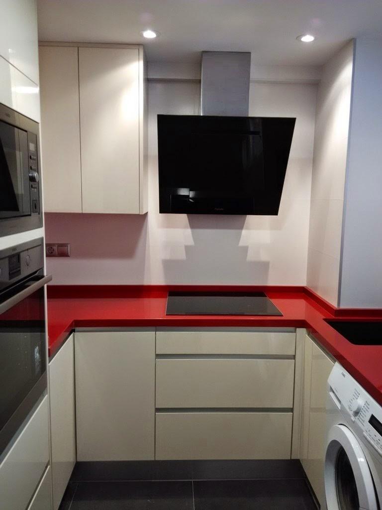 Una pequeña cocina que no tiene desperdicio - Cocinas con estilo ...
