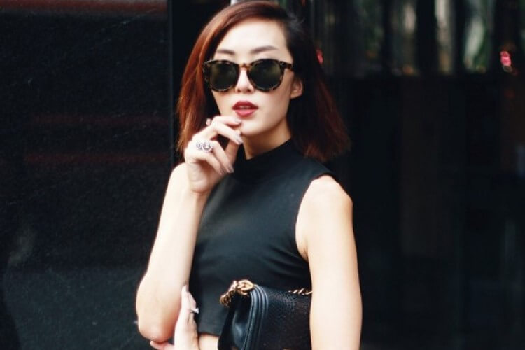 Beautiful street fashion personality in cold autumn and winter weather