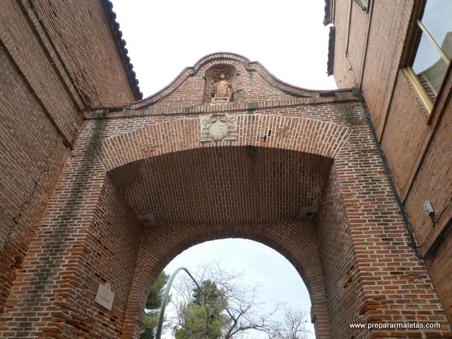 arco en Alcalá de Henares, curiosidades