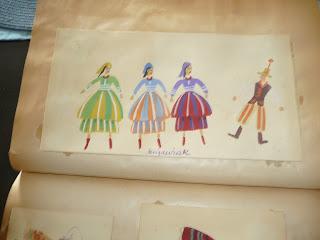 rysunki kostiumów teatralnych