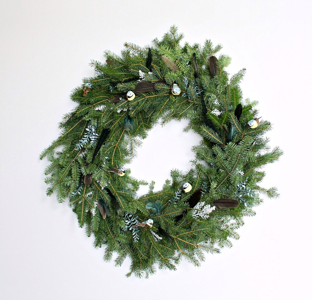 How to make a natural spruce wreath