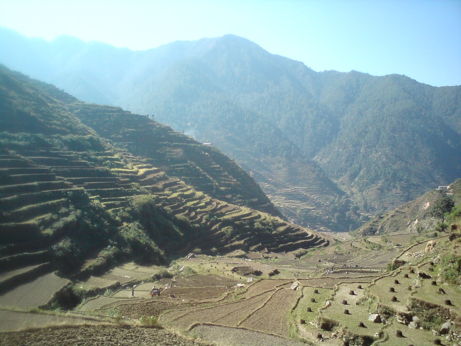 pahadi yatra ka varnan Essay on parvatiya sthal ki yatra - 124072 पर्वतीय स्थल की यात्रा शिमला , जो कि भारत के हिमाचल प्रदेश की राजधानी है , एक प्रसिद्ध पर्वतीय स्थल है। गत वर्ष मुझे शिमला घूमने का .