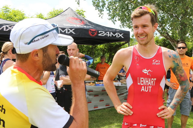 Florian Lienhart em entrevista após uma disputa no triatlo