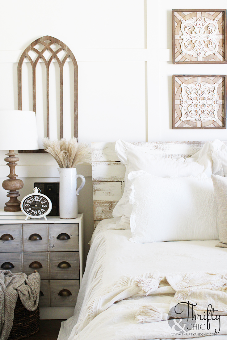 fall bedroom decor, fall bedroom decorating ideas, fall decor inspiration, neutral fall decor ideas, diy fall decor, natural fall decor, fall decor ideas for the home, bed making ideas, bed design, bedroom pillow arrangement, bedroom picture wall ideas