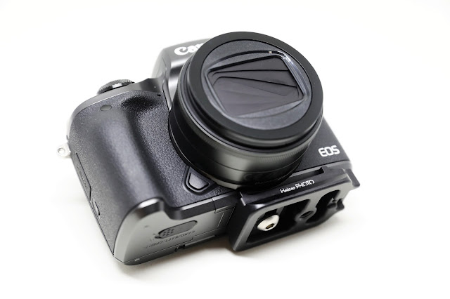 Hejnar D035 QR plate mounted on Canon EOS M5 - front bottom view
