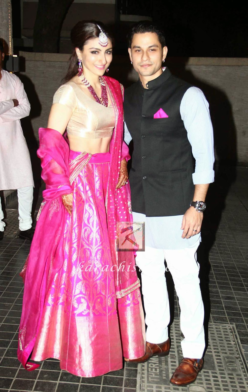 Soha Ali Khan (in Sanjay Garg pink lengha) and Kunal Khemu at their wedding reception in Bandra