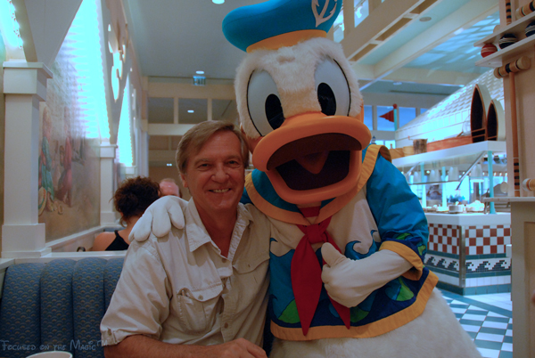 Focused on the Magic, Donald Duck, Cape May Cafe