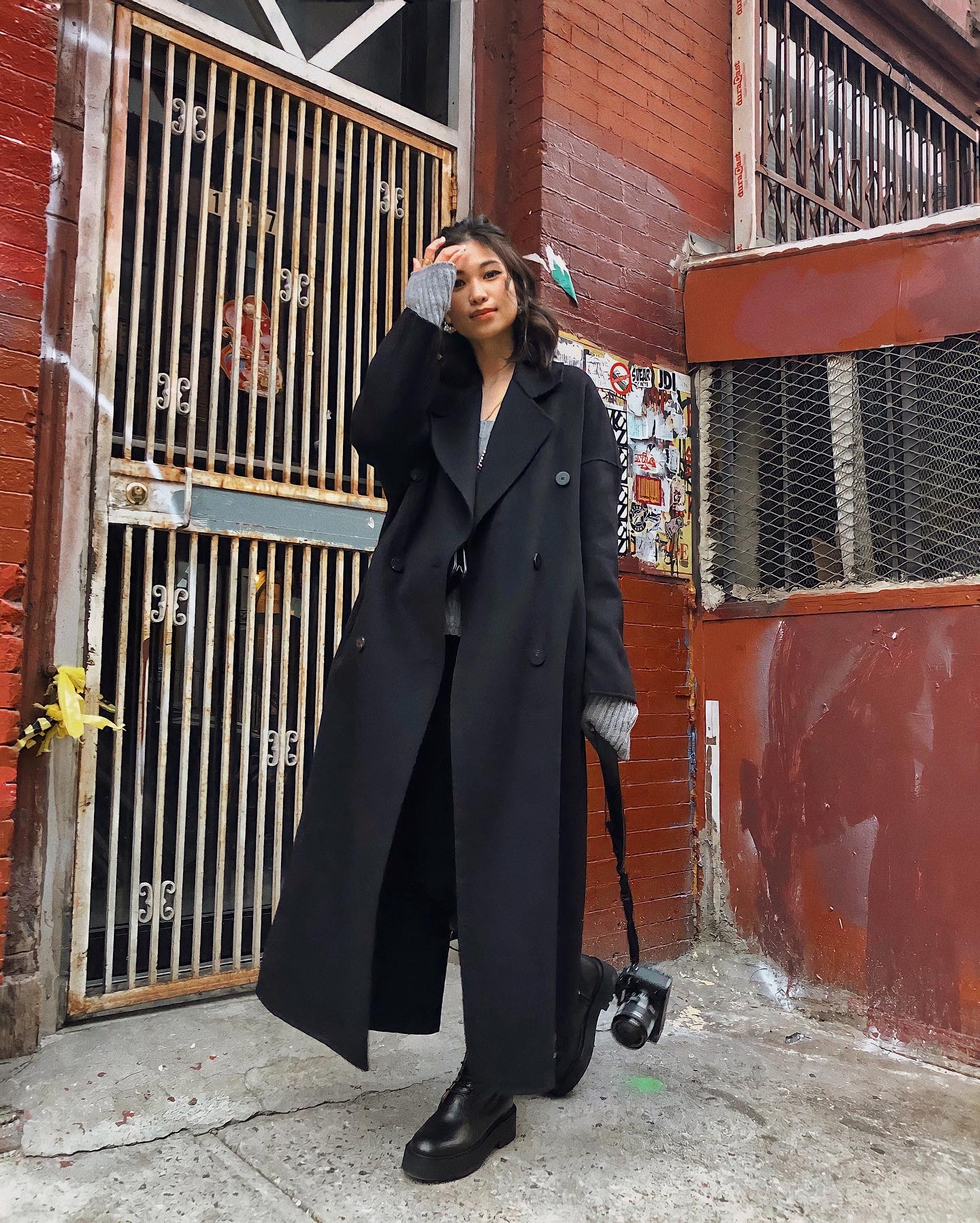 New York uniform, black outfit ideas for winter in New York, maxi coat, New York street style, winter coat layering, winter style - FOREVERVANNY.com