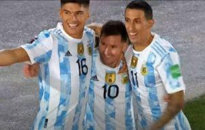 ميسي يحتفل بالهاتريك في مباراة الأرجنتين وبوليفيا
