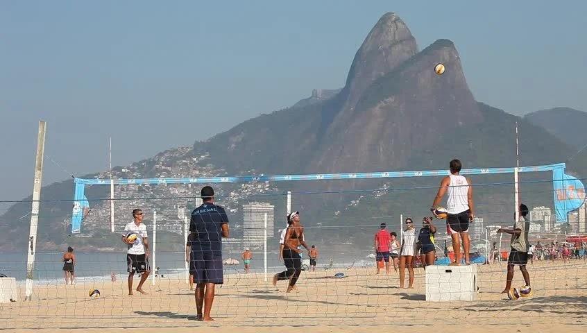 Волейбол на пляже Ипанема в Бразилии