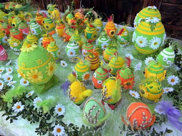 wielkanocne ozdoby, jaja, kwiaty, jarmark