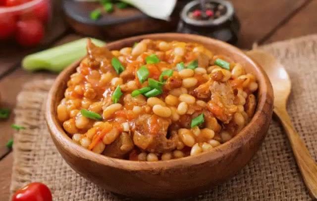 Тушёная свинина с фасолью в остром томатном соусе рецепт-картинка