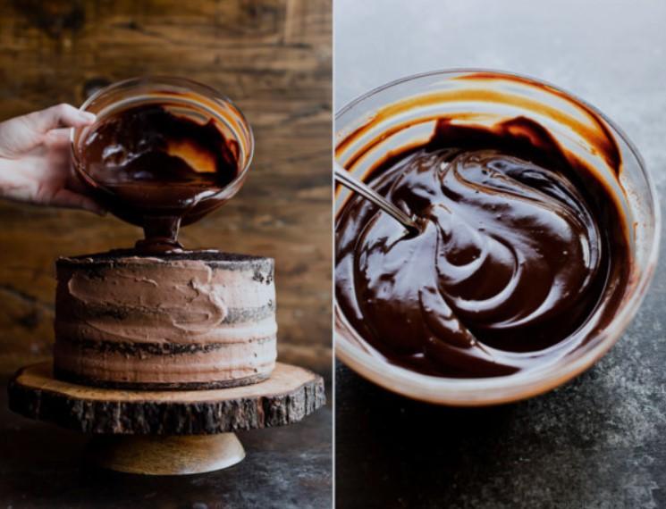 ganache au chocolat sur gâteau au chocolat
