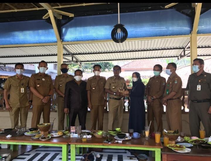 Kades Cikuya Jabat Ketua APDESI Kecamatan Solear.