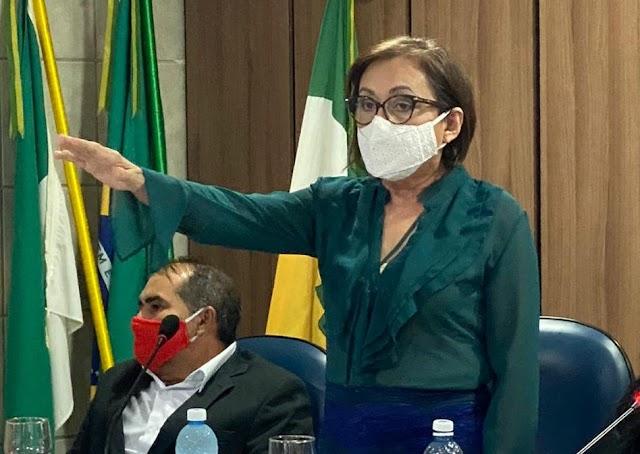 Marineide Diniz toma posse como prefeita de Carnaubais