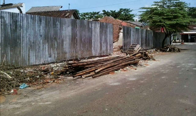 Disini saya akan mengembangkan metode pelaksanaan pekerjaan konstruksi pembuatan pagar keliling Metode Pelaksanaan Pekerjaan Konstruksi Pembuatan Pagar Keliling
