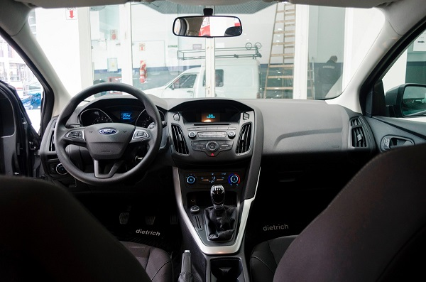 Interior Ford Focus 3 Sedán 2017