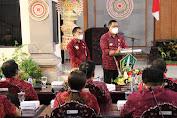 Bupati Tabanan Doktor I komang Gede  Sanjaya Mesadu Ke  DPRD