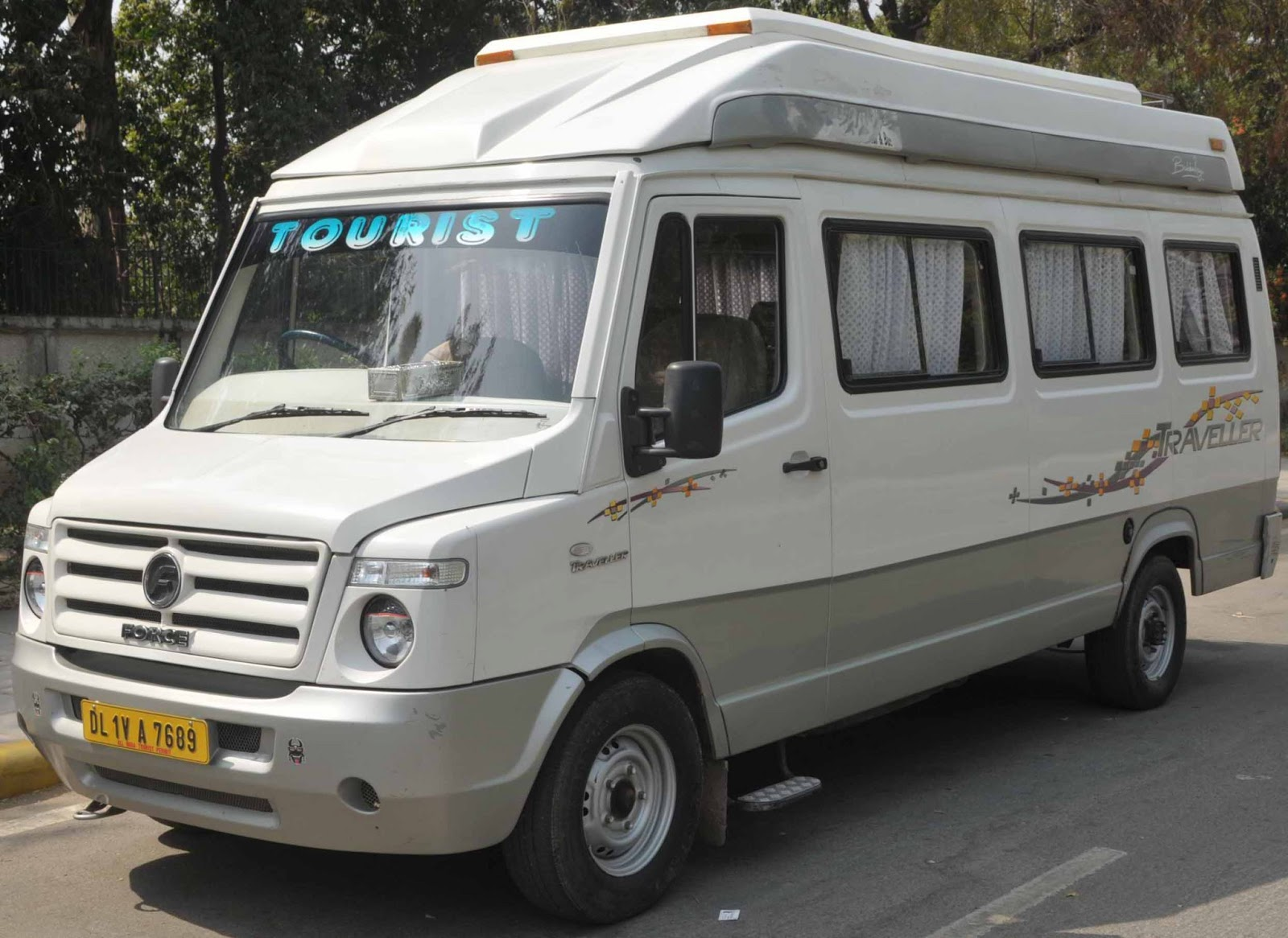 Luxury Travel Bus In India