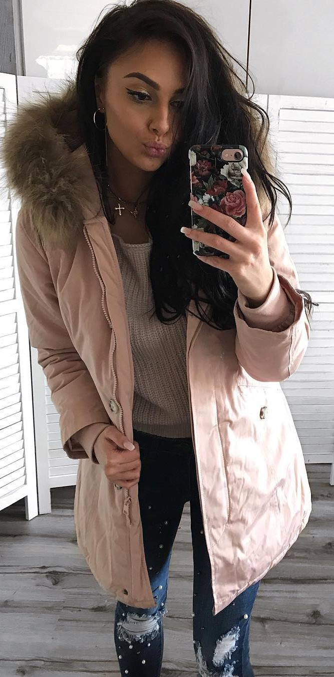 cozy winter outfit idea / nude parka + knit sweater + ripped jeans