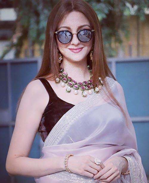 Saumya Tandon indian tv actress bhabhi ji ghar par ahin anita modern indian bhabhi in saree