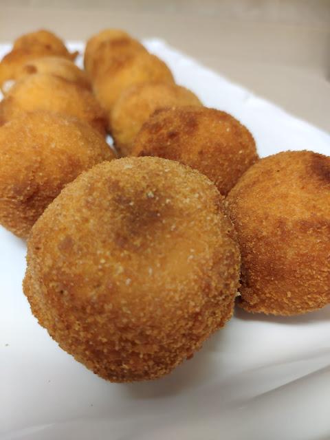 Croquetas sorpresa de patata y beicon. Unas croquetas muy fáciles incluso para los menos cocinillas