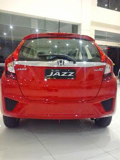 Honda Jazz Berwarna Merah