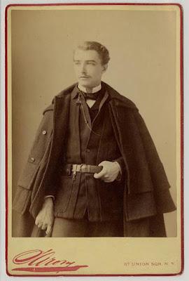 Edward Heron-Allen soffriva della presunta maledizione dello zaffiro viola di Delhi.