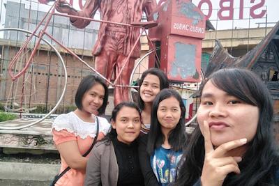 Berikut Gambar di Patung Ombus-Ombus, Icon Kota Siborong-borong