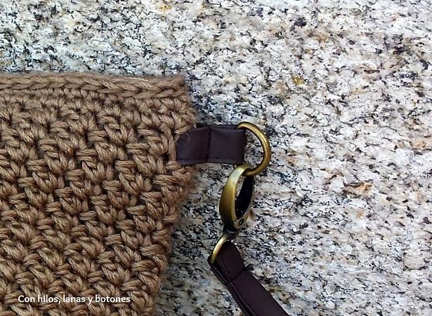 Con hilos, lanas y botones: clutch de ganchillo Suzette (patrón gratis)
