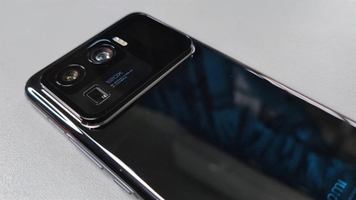 Xiaomi Mi 11 Ultra ha un secondo display sul retro